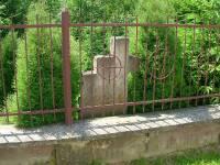 polanczyk-pozostalosci-cmentarza-przycerkiewnego